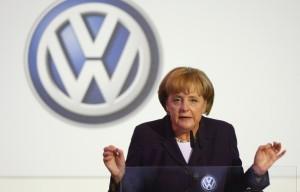 Merkel+Visits+Volkswagen+Production+Plant+KjlQJGbgSTnl